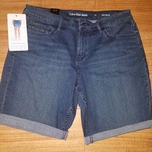 Calvin Klein short size 14